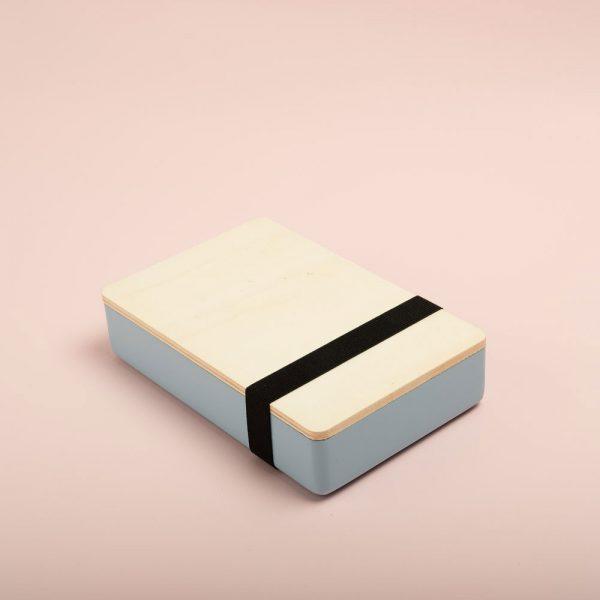 Caja de madera pintada para guardar fotografías. Packaging para fotógrafos y videógrafos de color celeste