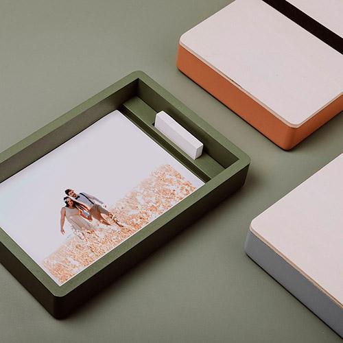 Cajas de madera para fotos y pendrive diseñada para fotógrafos y videógrafos.