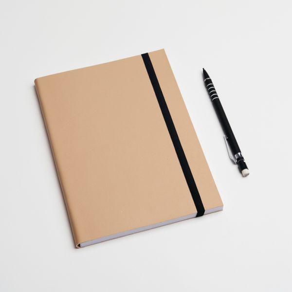 Cuadernos personalizados de piel vegana en color crema. Sin pedido mínimo.