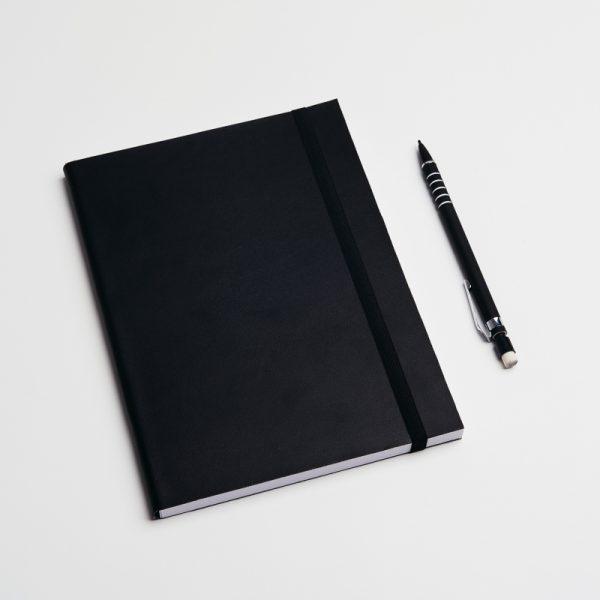 Cuadernos personalizados de piel vegana en color negro. Sin pedido mínimo.