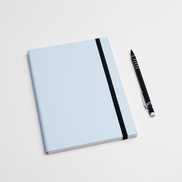 Cuadernos personalizados de piel vegana en color azul. Sin pedido mínimo.
