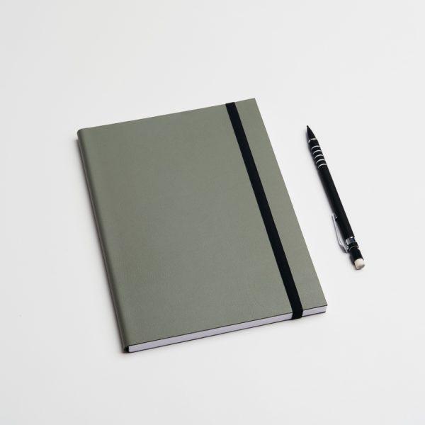 Cuadernos personalizados de piel vegana en color verde. Sin pedido mínimo.